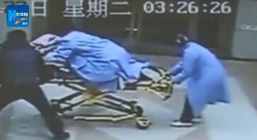 孕妇羊水破裂脐带脱垂婴儿垂危 女医生托举40分钟