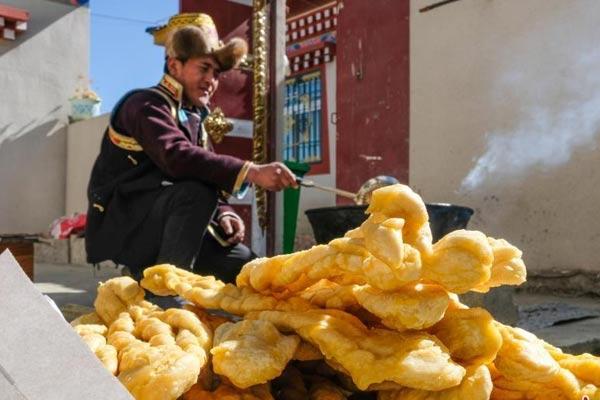 西藏林芝边境小康村迎藏历新年