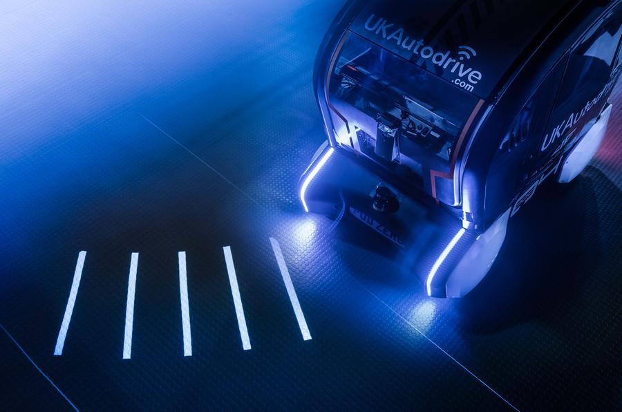 bob足球:捷豹路虎开发自动驾驶车投影系统 指示行驶方向