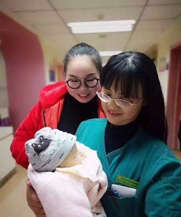 """出生仅9天婴儿,闯过4次化疗关,成为湖北最小的""""斗瘤战士"""""""