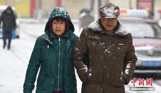 西藏南部有强降雪 华北中南部汾渭平原等地的霾逐渐减弱