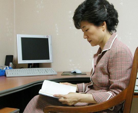 尴尬!朴槿惠在监狱最爱的日本小说 被禁售了