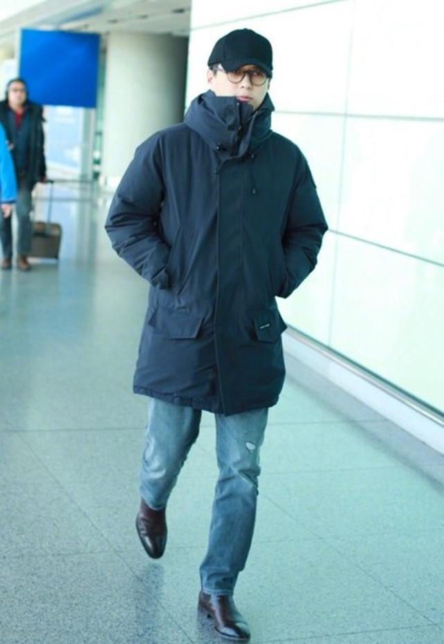 """双面呢大衣流行趋势""""老干部""""靳东很会穿!高领衫配大衣时尚有范"""