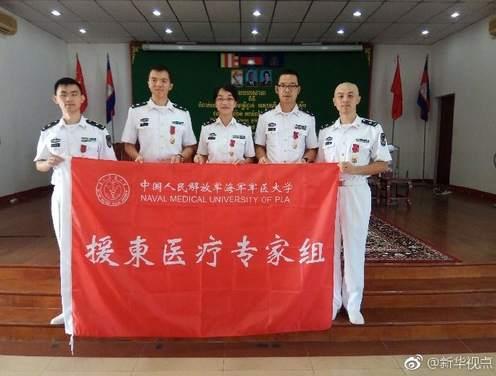 """中国军医好样的!柬埔寨授予他们""""和平骑士勋章"""""""
