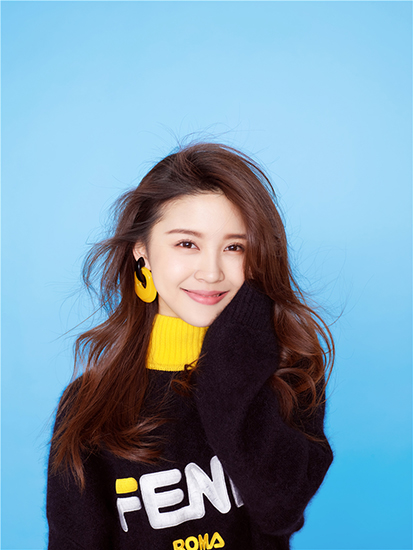 李紫莹化身氧气活力少女 暖暖的笑容超治愈