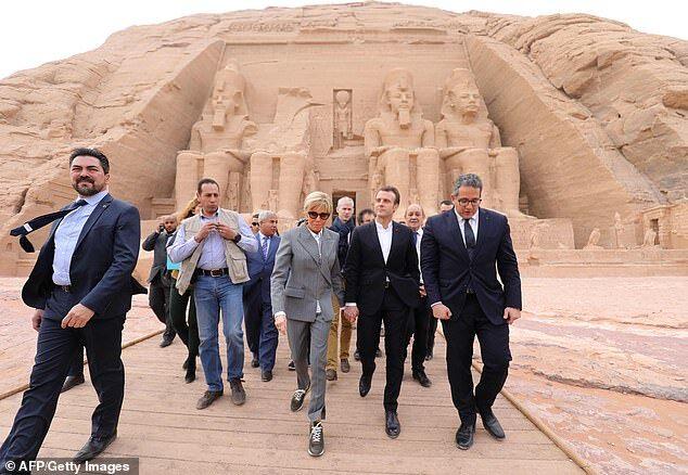 """正值法国""""燃烧""""之际马克龙访埃及 夫人穿LV鞋成众矢之的"""