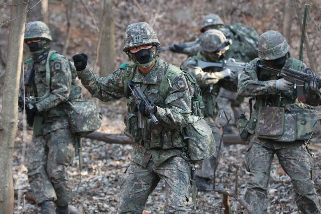 韩国举行军事训练 朝媒刊文:承诺了携手就该停