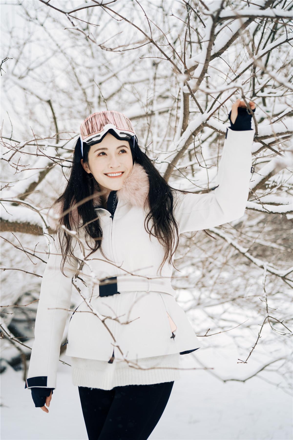 孙晶晶芬兰冬日雪地写真曝光 初恋女神气质尽显