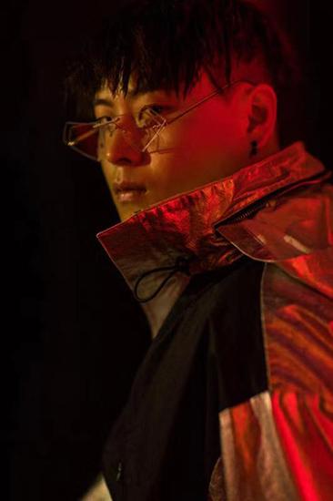 小青龙《潇洒每一天》新歌上线  讲述人生态度