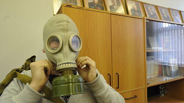 因上课迟到 俄教师体罚学生戴防毒面具上课