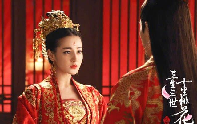 杨幂的黑嫁衣,刘诗诗的红嫁衣,赵丽颖的绿嫁衣,都不及她的仙气