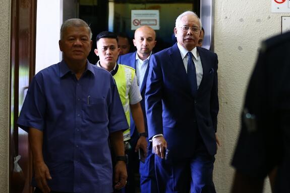 至少35项指控!纳吉布加控3项洗钱罪名 拒不认罪