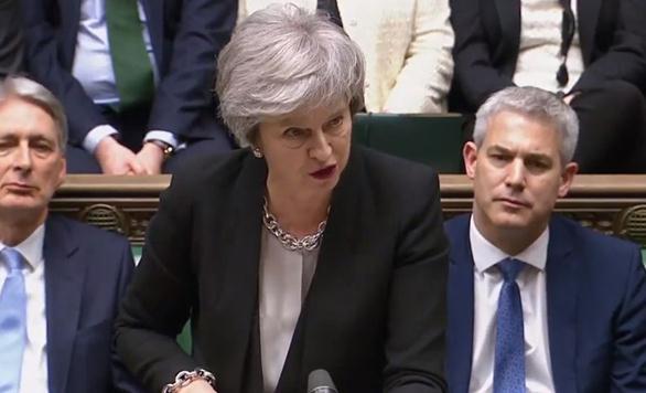 英议会惊险通过脱欧修正案 特雷莎·梅将赴欧盟重启谈判