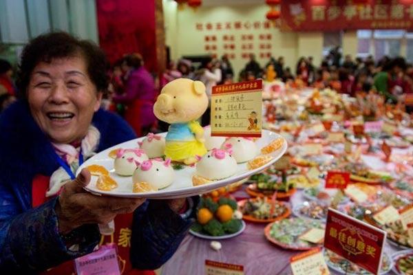 武汉社区居民自制万道菜肴过小年