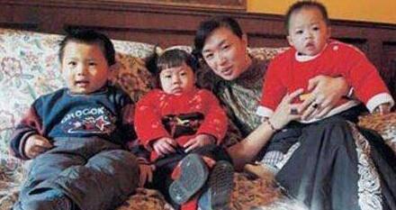 金星也有无助的事情,收养三个孩子,两个孩子12年没有办户口!