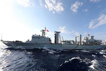 洪湖号领衔3艘军舰在南海海域举行联合演练