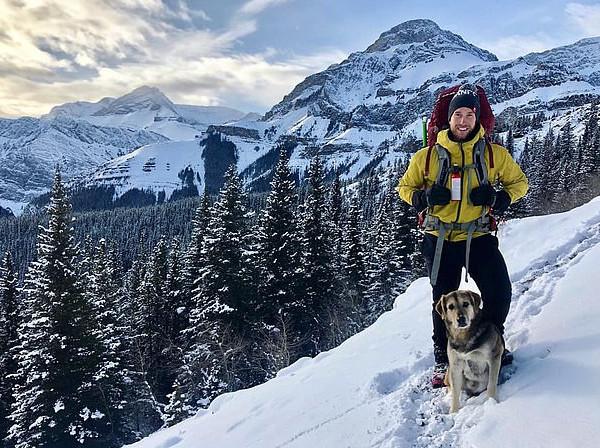 加健身教练与爱犬每周用一半时间共同户外探险