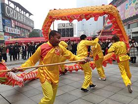 在湘留学生舞龙欢度中国农历小年
