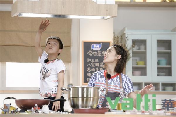 """黄圣依晒上海菜,在横店拍戏的她想念""""家的味道"""""""