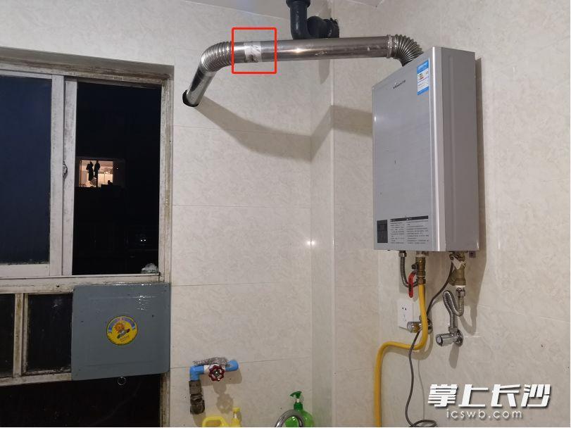 长沙一居民家中热水器烟道被鸟巢堵死,多人一氧化碳中毒送医