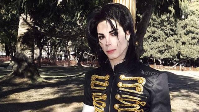阿根廷男子迷恋迈克尔?杰克逊 花20万元整容
