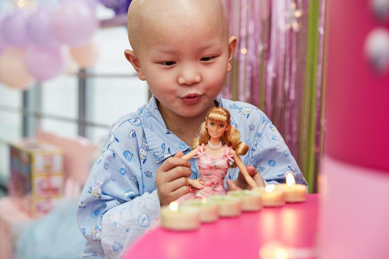 芭比派对温暖举行 为患病女孩点亮粉色心愿