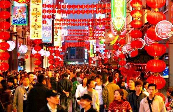 《解放了的中国》修复版上映 记录新中国诞生镜头