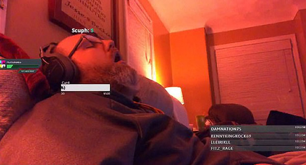 美游戏主播直播时睡着 醒来后粉丝暴增