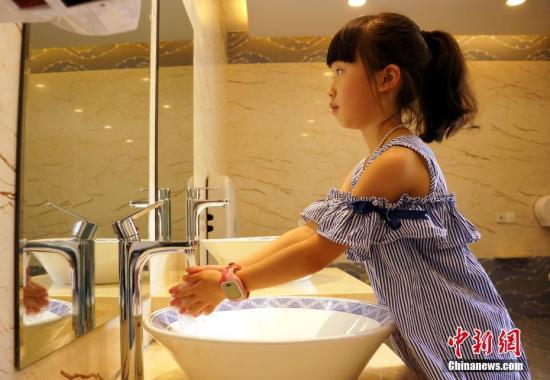 台湾一周逾万人因肠病毒就医 民众假期出游应勤洗手