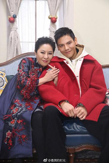 """《最美的时光》向佐与郭碧婷甜蜜互动叫""""老婆"""""""