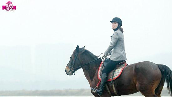 《我家那闺女》傅园慧少女心试骑马服