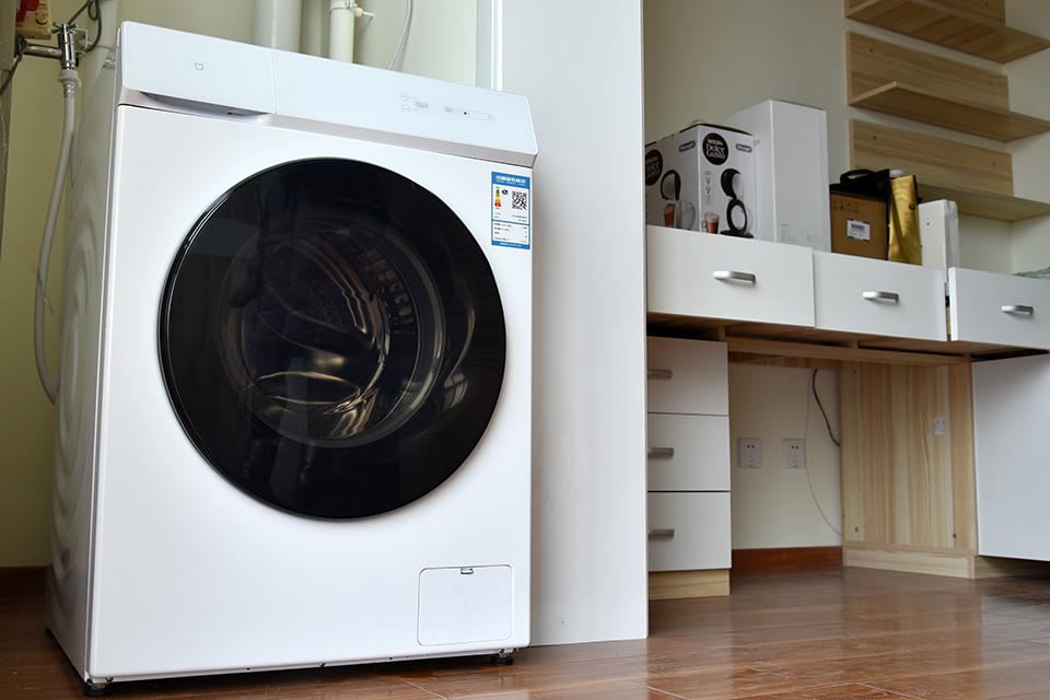 米家互联网洗烘一体机:现代感的家电没那么多按钮