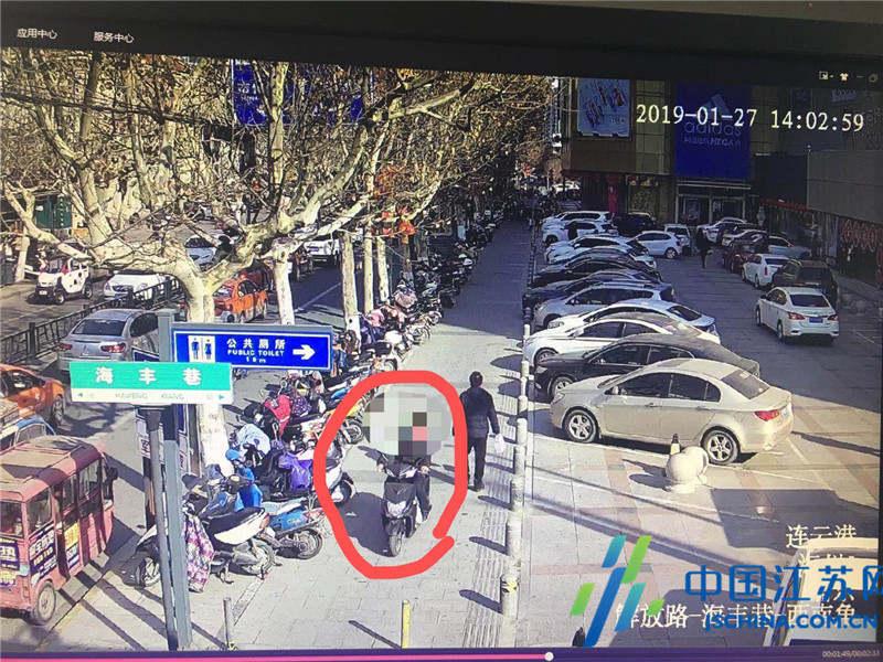 假期太短嫌家远不想回家 云南小伙边逛景点边偷车