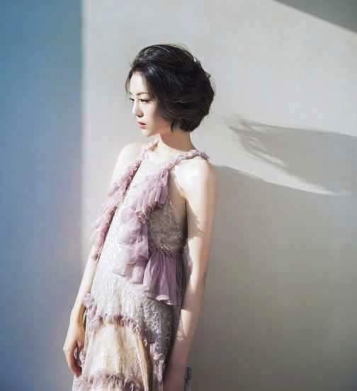 """她是李易峰心爱的""""妹妹"""",有中国""""第一美腿""""之称,时尚不输唐嫣"""