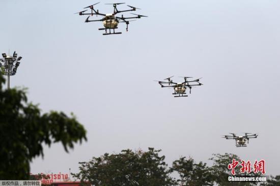 泰国曼谷出动无人机洒水以减少雾霾