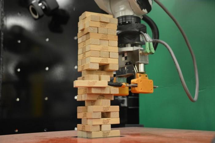 """MIT最新研制的机器人是个""""叠叠乐""""大师"""