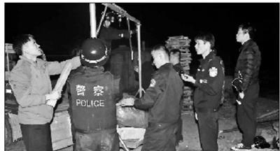 2吨重被盗陨石已找到暂存派出所 7名嫌疑人落网