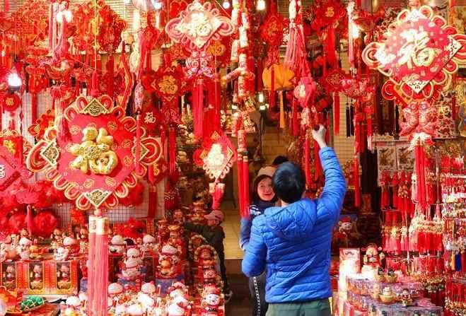 春节将至 越南民众备年货 喜迎新春