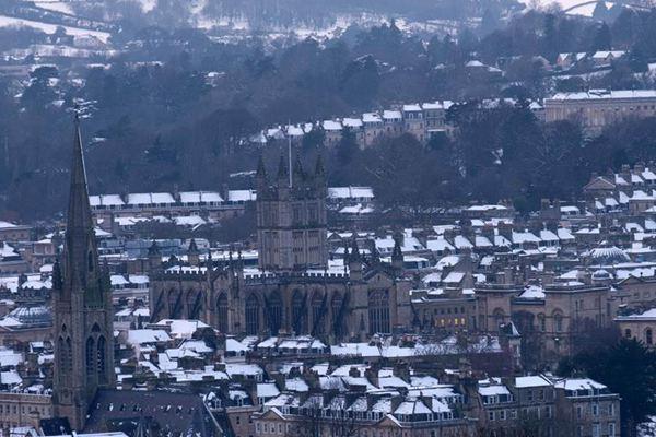 英国巴斯降雪 居民生活受影响