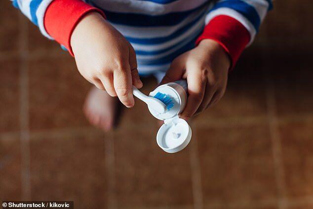 美疾控中心:儿童使用过量牙膏或导致牙齿生斑