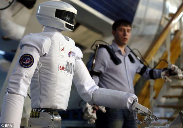 俄机器人通过宇航员训练中心测试 可模拟太空行走