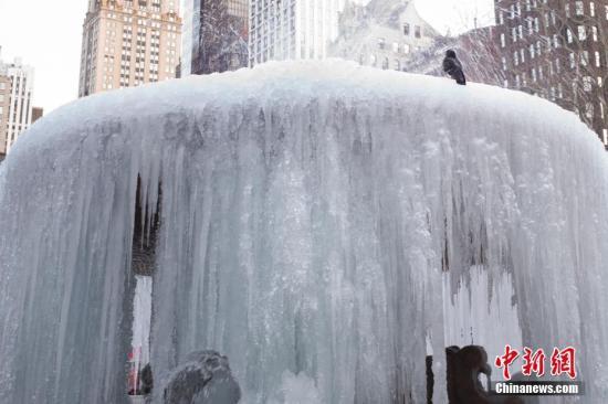 """极寒天气肆虐纽约影响大 多地居民陷""""水深火热"""""""