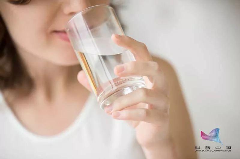 这样喝水很危险,尤其是在冬天!这类人要特别注意