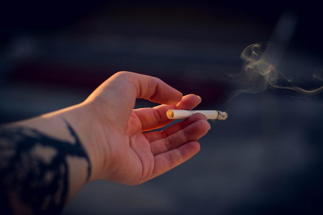 研究发现:尝鲜电子烟的青少年长大后更容易吸烟