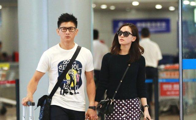 怀孕6个月刘诗诗去买鞋,吴奇隆形影不离像保镖,还帮爱妻拿饮料