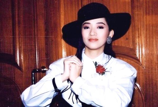 她曾是中国最红童星,三年拍上百场戏,可惜生于父母也毁于父母