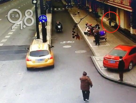 """杭州一小伙与父母吵架""""离家出走"""" 得知原因,网友:不愁没姑娘喜欢了!"""