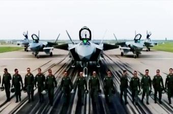 歼20飞行员拜年:守卫祖国领空 守护幸福安宁!
