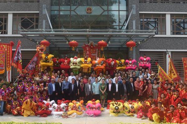 柬埔寨举行舞狮舞龙表演 庆祝中国农历新年