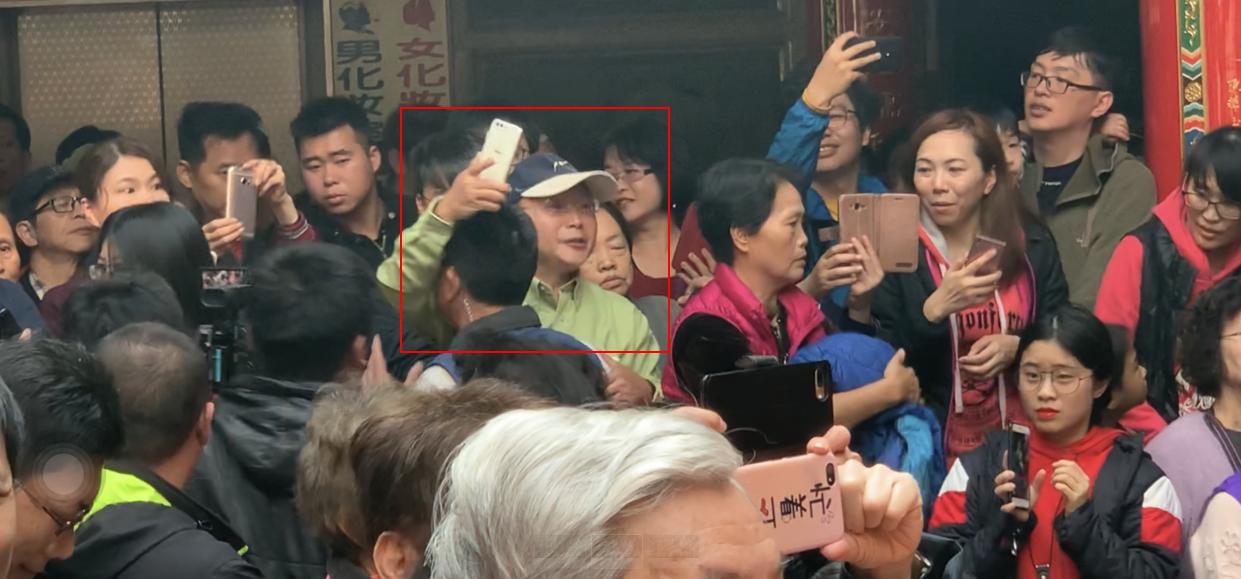 """怕了?蔡英文新年被呛""""斩首""""后安保升级,民众领红包也要逐一安检"""